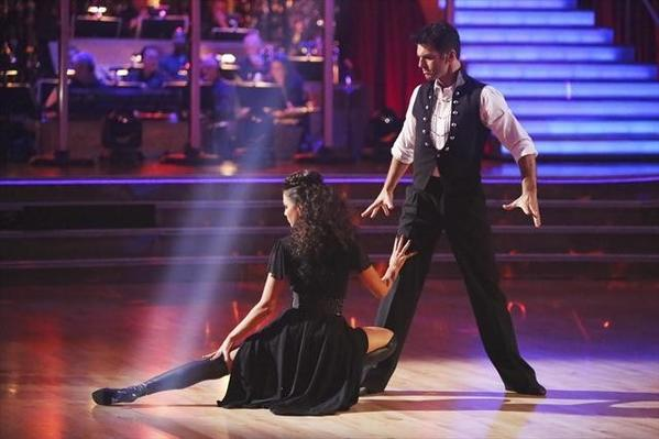 Melissa Rycroft and Tony Dovolani maintain their top position.