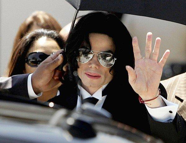 Pop singer Michael Jackson walks out of the Santa Maria Courthouse in2005.