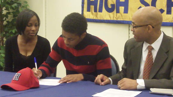 Phoebus' James Daniel signs with Howard