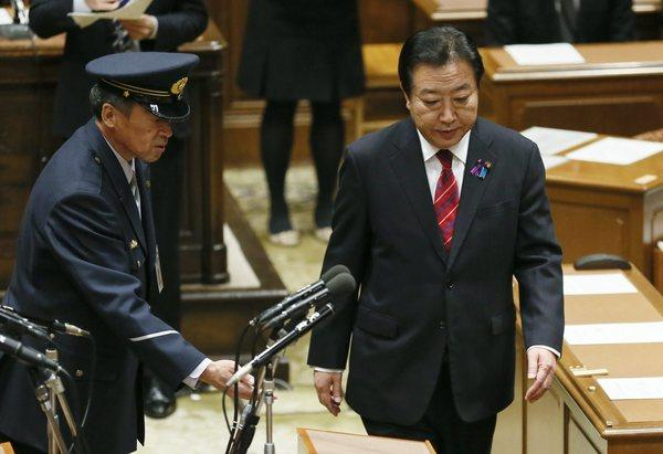 Japanese Prime Minister Yoshihiko Noda, right, is escorted by a parliamentary guard to a room for a debate at Japan's Lower House in Tokyo on Wednesday.