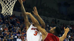 No. 10 Florida routs No. 20 Wisconsin 74-56