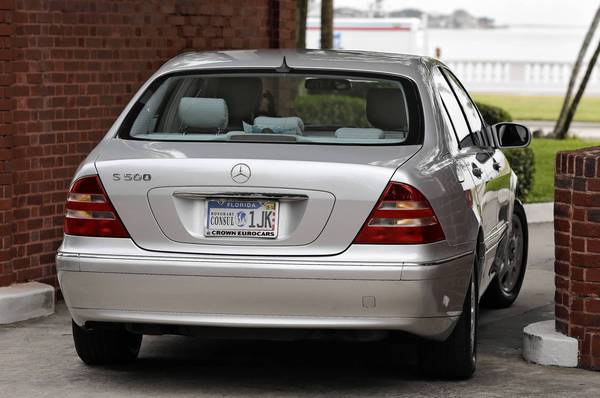 "Jill Kelley's license plate carries an emblem that reads ""Honorary Consul."" Gen. David H. Petraeus helped her obtain that title from South Korea."
