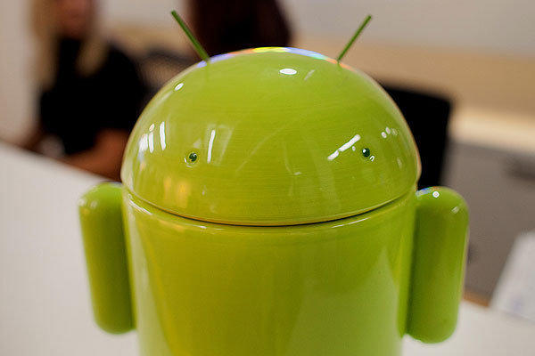 Nearly 3 out of 4 smartphones in the world are now running on Google's Android operating system, according to a report on third quarter sales.