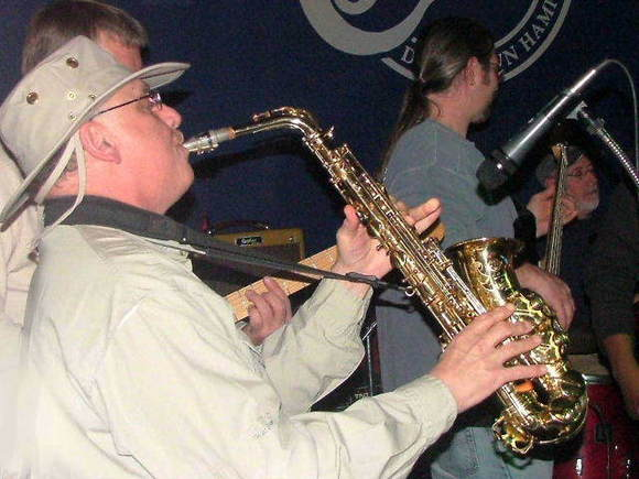 Elliott Torn, sax player, died this week, his friends said.
