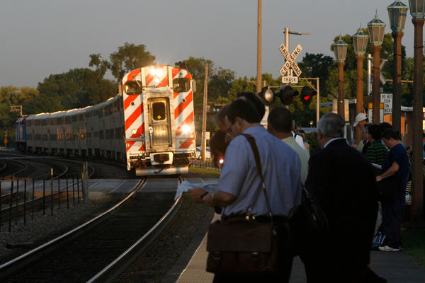 Morning commuters wait to board the inbound (towards Chicago) Union Pacific West Line train at the Elmhurst Metra station, Wednesday, August 27, 2008. (Chicago Tribune photo by Chuck Berman) ..OUTSIDE TRIBUNE CO.- NO MAGS,  NO SALES, NO INTERNET, NO TV, CHICAGO OUT.. 00297559B TransitCrunch
