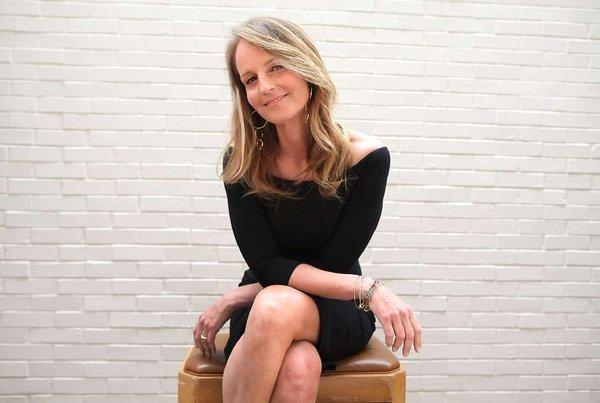 Helen Hunt will receive the Spotlight Award at the Palm Springs International Film Festival.