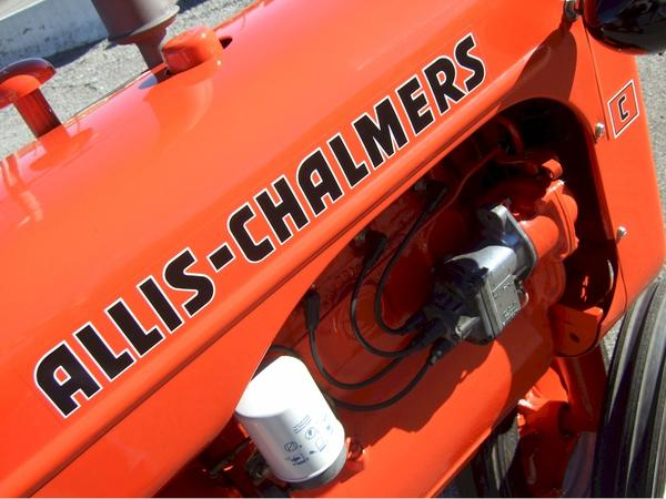 Roberts recommends using single stage automotive paints with hardener to achieve a smooth and glossy finish. The crisp paint job applied by Roberts to the Allis-Chalmers C looks even better than new.