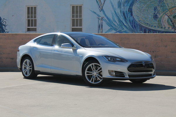 "<a href=""/marketplace/auto/sns-wp-blm-news-bc-autos-tesla01-20121101,0,6754800.story"">Jason H. Harper of Bloomberg News writes:</a> Approach the locked car and you'll find that the door handles are sunk into the metal. Press the center of the car- shaped key fob and the car handles slide out silkily. <a href=""/marketplace/auto/sns-wp-blm-news-bc-autos-tesla01-20121101,0,6754800.story"">Full review</a>"