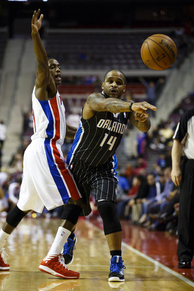 Orlando Magic point guard Jameer Nelson (14) passes the ball on Detroit Pistons point guard Brandon Knight (7) in the first quarter at The Palace.