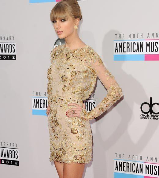 American Music Awards 2012 Red Carpet Arrival Pics: Taylor Swift