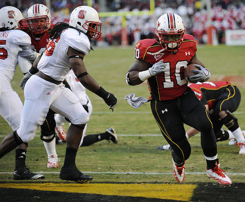 Maryland running back D.J. Adams (10) runs for a touchdown against North Carolina State linebacker Nate Irving, left, during the first half.