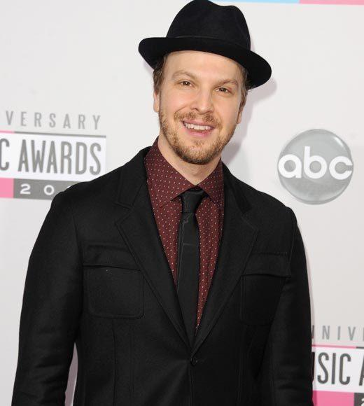 American Music Awards 2012 Red Carpet Arrival Pics: Gavin DeGraw