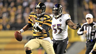 Pittsburgh Steelers quarterback Byron Leftwich out runs Baltimore Ravens linebacker Terrell Suggs on his way to the end zone for a touchdown during the first quarter on Sunday night.