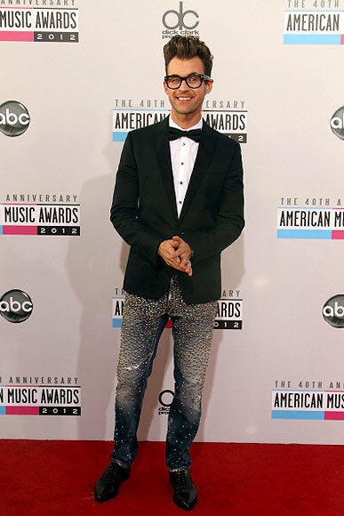 American Music Awards 2012: Best and worst moments: Stylist Brad Goreski of Bravo fame showed up in extremely sparkly jeans for his gig as a red-carpet correspondent � so sparkly, in fact, �that every single artist he interviewed felt the need to comment on the shimmer. Psy, of Gangnam Style fame, also wore glittery pants. We hope no vampires died in the making of this menswear trend.   -- Carina Adly MacKenzie, Zap2it