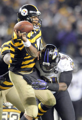 Courtney Upshaw forces Steelers QB Byron Leftwich to make a quick pass in the fourth quarter.