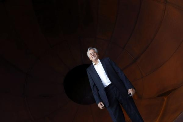 "Sculptor Anish Kapoor has created a ""Gangnam Style"" video to show his support for Chinese artist Ai Weiwei."