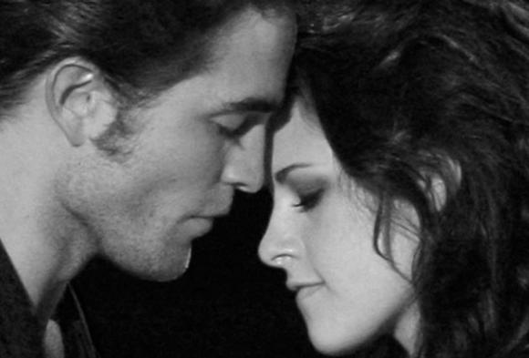 Kristen Stewart 'Still Feels Guilty' About Cheating on Robert Pattinson