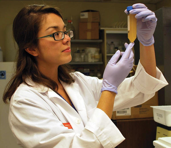 Vanessa Gonzalez takes part in a research program at the UIC College of Medicine.
