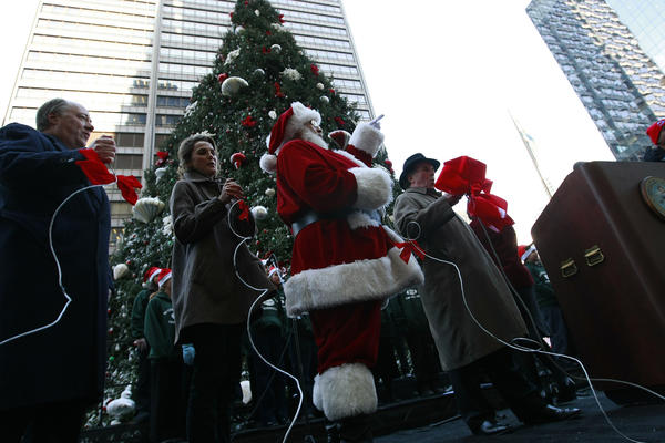 Keith Williams, CEO Underwriters Laboratories (UL), left, actress Keri Russell, Santa Claus and Chicago Mayor Richard M. Daley, right, officially light the tree at the 95th Annual Christmas Tree Lighting at Daley Plaza Tuesday, Dec. 2, 2008, in Chicago.