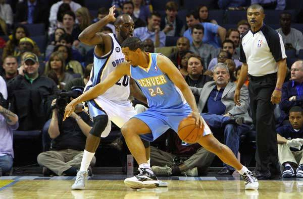 Denver Nuggets point guard Andre Miller (24) drives to the basket against Memphis Grizzlies small forward Quincy Pondexter (20) during the game at FedExForum.