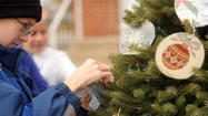 Manchester Elementary students decorate holiday tree [Pictures]