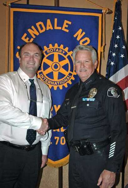 Brian Bergh, left, president of the Glendale Noon Rotary Club, with Glendale Police Chief Ron De Pompa.