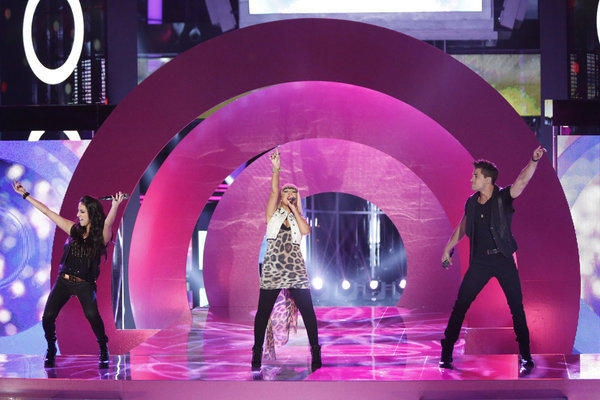 "Sylvia Yacoub, Christina Aguilera and Dez Duron perform on ""The Voice"" on Tuesday night."