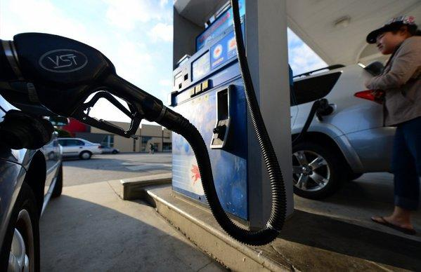 The average price of a gallon of regular gasoline has fallen 89.9 cents since hitting a record on Oct. 9, but fuel prices remain at record levels for the day before Thanksgiving.