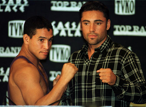 Hector 'Macho' Camacho, left, and Oscar De la Hoya at a news conference in 1997.