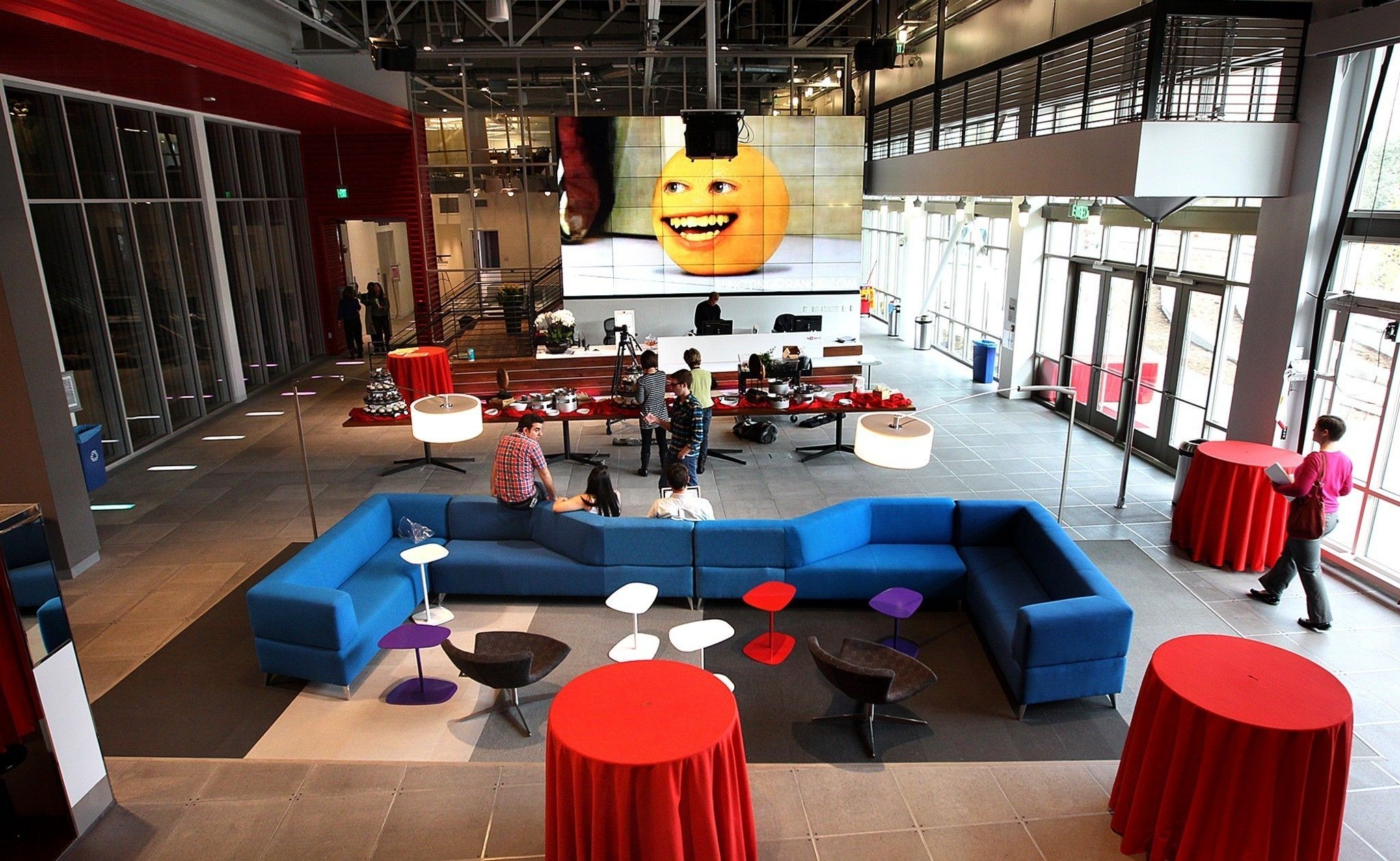 Youtube space in playa vista la times for De square design and interiors