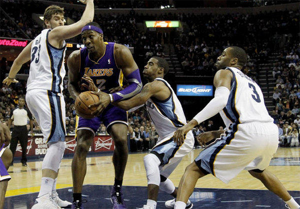 Dwight Howard powers through the Grizzlies' Mike Conley and Marc Gasol