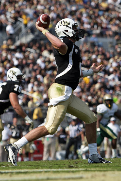 UCF Knights quarterback Blake Bortles (5) throws during the first half of the game between the UCF Knights and the UAB Blazers at Bright House Networks Stadium.
