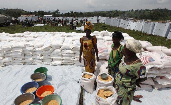 People displaced by recent fighting in eastern Congo wait to distribute corn flour in Mugunga IDP camp outside of Goma, November 24, 2012. Heads of state from Africa's Great Lakes region on Saturday urged rebels in the Democratic Republic of Congo's turbulent east to stop expanding their war and leave the town of Goma which they captured this week.