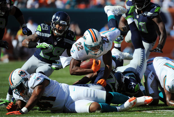 Reggie Bush gets a few tough yards in the second quarter against the Seahawks.