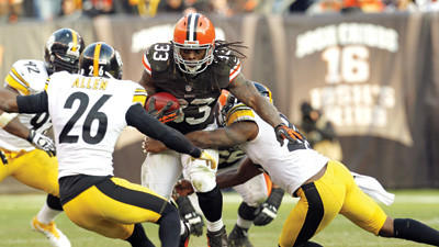 Cleveland Browns running back Trent Richardson runs against the Pittsburgh Steelers in the fourth quarter on Sunday.