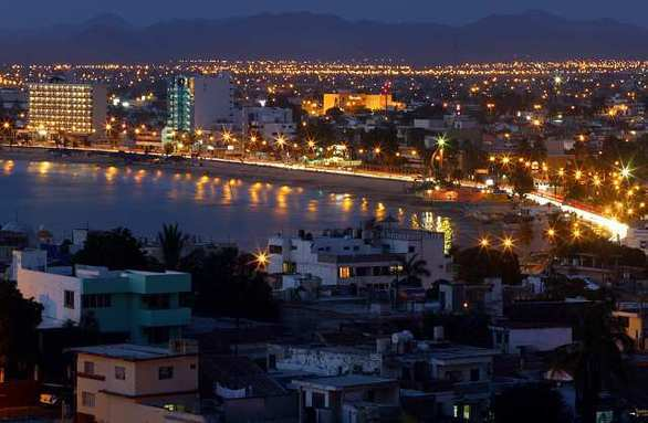 A U.S. State Department travel warning urges travelers to be cautious in Mazatlan late at night and in the early morning.