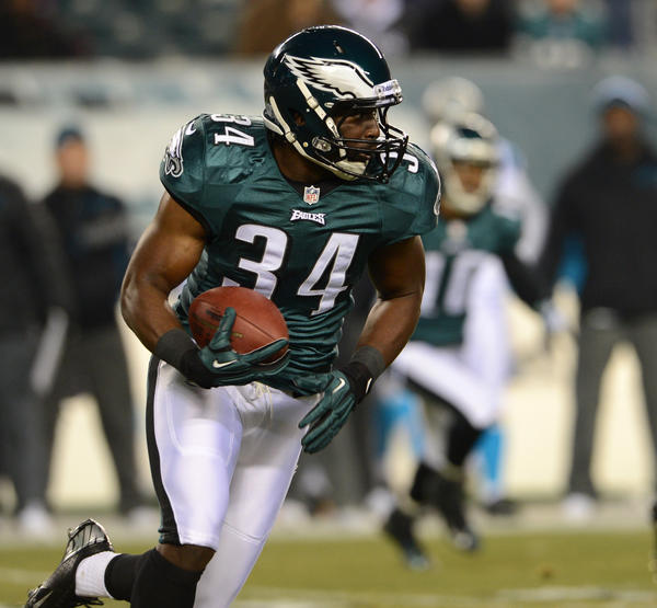 Philadelphia Eagles running back Bryce Brown (34) attempts to move the ball closer to the end zone at Lincoln Financial Field in Philadelphia on Monday.