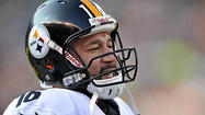 Pittsburgh Steelers quarterback Ben Roethlisberger threw the football Monday and has a chance to potentially play this week against the <a>Ravens</a>, according to Steelers coach Mike Tomlin.