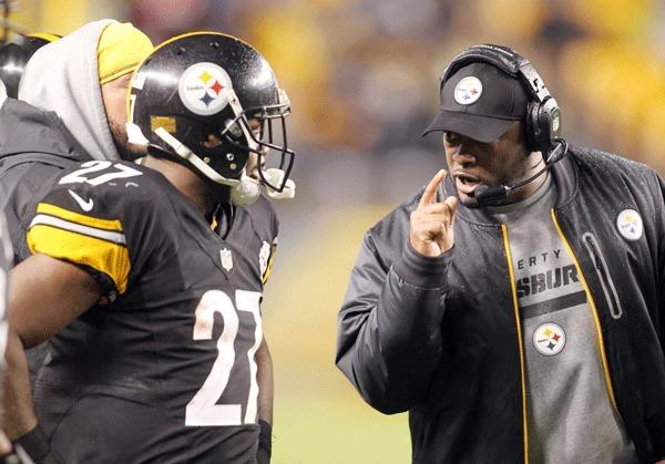 Pittsburgh Steelers head coach Mike Tomlin (right) gestures while talking to running back Jonathan Dwyer (27) against the Kansas City Chiefs during the third quarter at Heinz Field.