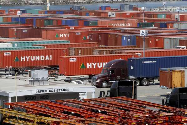 Picket line shuts down Los Angeles port cargo terminal