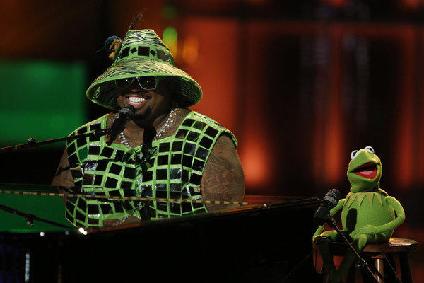 CeeLo Green and Kermit the Frog perform on 'The Voice'