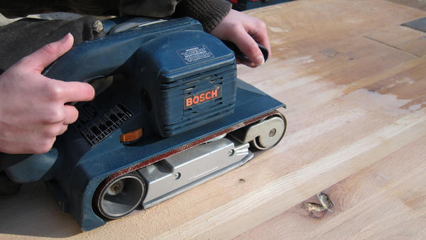 This belt sander does a great job on sanding larger pieces of wood.