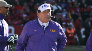 LSU's Miles ends speculation about Arkansas job; signs new contract