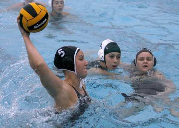 Hannah Walleck scored a team-high seven goals for the Flintridge Sacred Heart Academy Tologs.