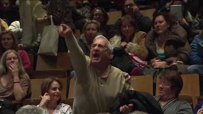 http://www.trbimg.com/img-50b832fa/turbine/wpix-staten-islands-storm-victim-town-hall-turns-into-yelling-match-20121129/400/16x9