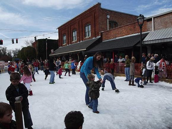 Snow at Havana Holiday Festival & Lawn Mower Parade