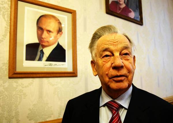 Feofan Bondarenko, 83, is a pioneering businessman who applauds President Vladimir Putin's anti-corruption crusade. He's caught up in a nightmarish corruption case of his own.