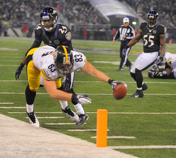 Pittsburgh Steelers Heath Miller scores this 4th-quarter touchdown in front of Baltimore Ravens defender Corey Graham at M&T Bank Stadium in Baltimore, Maryland, on Sunday, December 2, 2012.  The Steelers pull out a 23-20 win over Baltimore.