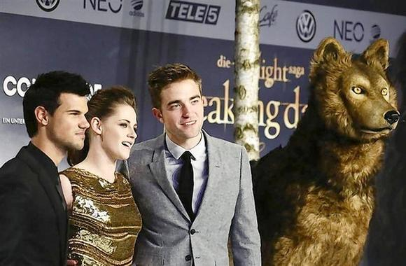 'Twilight' shines in third box office win over Bond