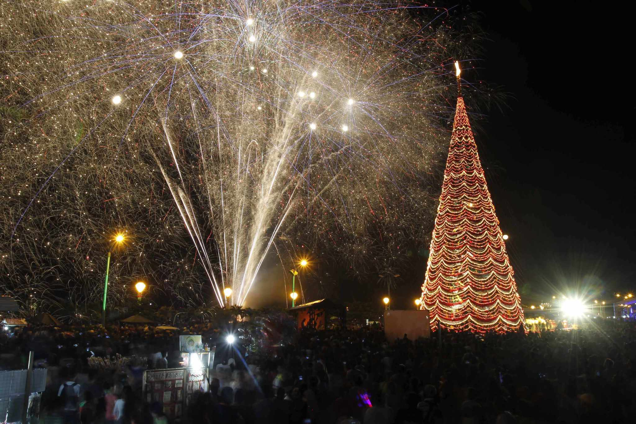 Pictures: Holiday lights from around the globe - Christmas in Manila, The Philippines